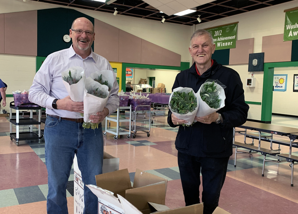 Holland-America donates 550 tulip bunches to WPS staff